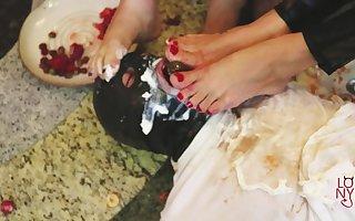 Frutish = Lohanny Brandao & Alessandra Leite abuse guy´s mouth